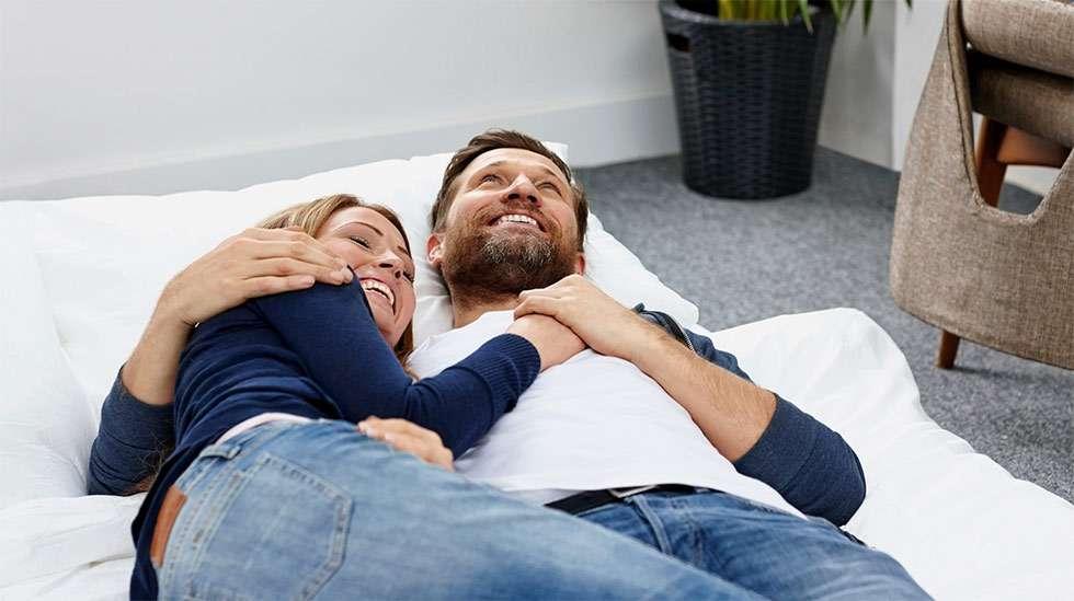 Seksin ajoittaminen ovulaation korville lisää raskaaksi tulemisen mahdollisuutta. (Kuva: iStock)