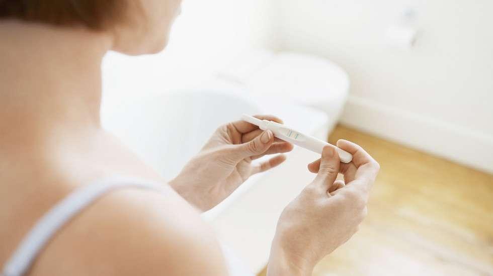 Raskaustesti mittaa hCG-hormonin, eli istukkahormonin, pitoisuutta virtsasta. Mikäli hormonia löytyy, nainen on todennäköisesti raskaana.