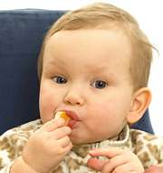 Lapsi syö