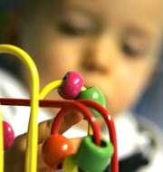 Vauva leikkii