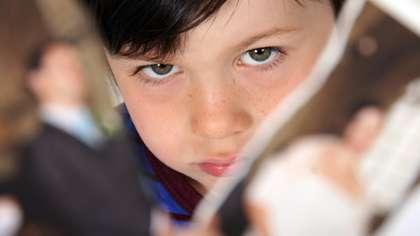 Erota voi monella tavalla. Lapsen kannalta on tärkeää, että vanhempien välit eivät jää riitaisiksi. Kuva: iStock