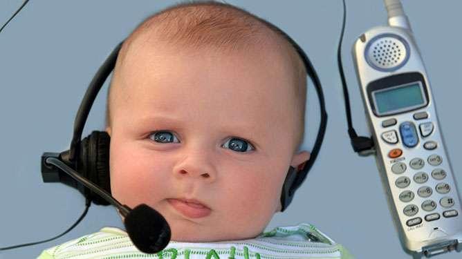 Parasta treeniä lapselle on, kun vanhempi vastaa vauvan höpötykseen yksinkertaisilla mutta riittävän haastavilla lauseilla. (Kuva: Crestock)