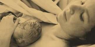 Nainen synnytyksen jälkeen.