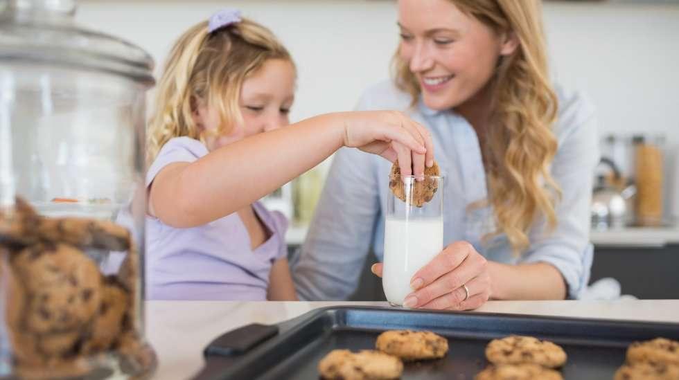 Leipooko äiti omaksi ilokseen vai ainoastaan seuratakseen pullantuoksuisen äidin mielikuvaa? (Kuva: Shutterstock)