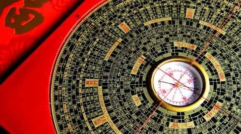 Tämä kiinalainen kalenteri kertoo itämaisen mystiikan avulla, kumpaa sukupuolta odottamasi lapsi on. Uskallatko kokeilla? Kuva: iStock