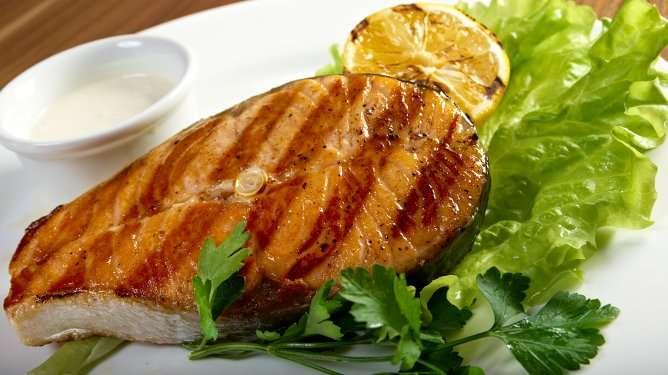 Karppausravinto on riisuttu hiilihydraattipitoisista vihanneksista ja viljatuotteista.