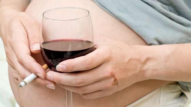 Tutkimuksessa ei selvitetty, johtuuko lasten rikollinen elämäntyyli tupakoivien äitien alkoholin käytöstä.