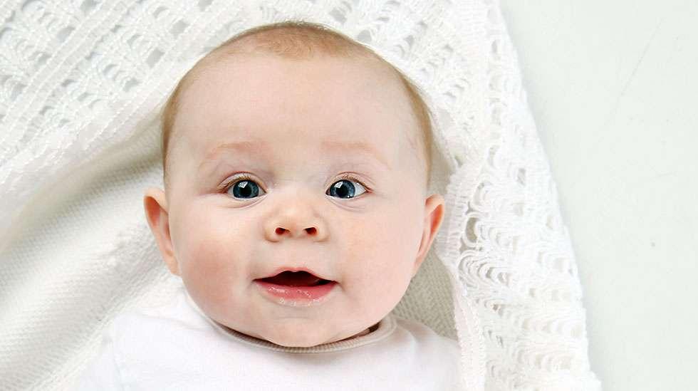 Näyttääkö vauva äidiltä, isältä, mummolta vai vaarilta? Vai ihan vain itseltään? (Kuva: Shutterstock)