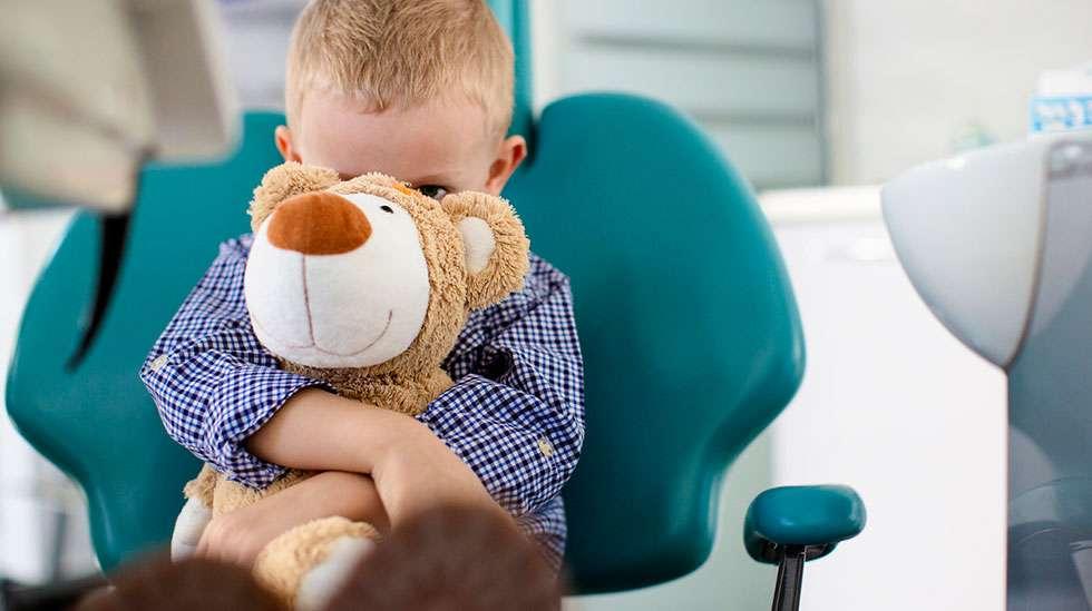 Hammaslääkäriä pelkäävä lapsi