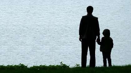 Oheishuoltaja jää vanhemman kuoleman jälkeen lapsen huoltajaksi.
