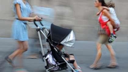 Hallituksen säästöpaketti kurittaa lapsiperheitä. (Kuva: Crestock)