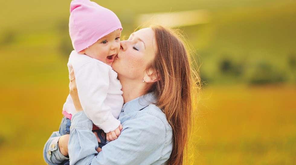 Ihmisillä hoivan merkitys on havaittu monissa tutkimuksissa, mutta aikaisemmin ei ole pystytty pitävästi todistamaan hoivaavan vanhemman yhteyttä aivomuutoksiin lapsilla. (Kuva: Shutterstock)