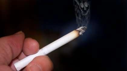 Tupakan savu saattaa ennenaikaistaa myös tupakoimattoman äidin synnytystä.