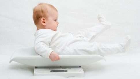 Syntymätapa saattaa vaikuttaa lapsen painoon myöhemmin, arvelevat tutkijat..