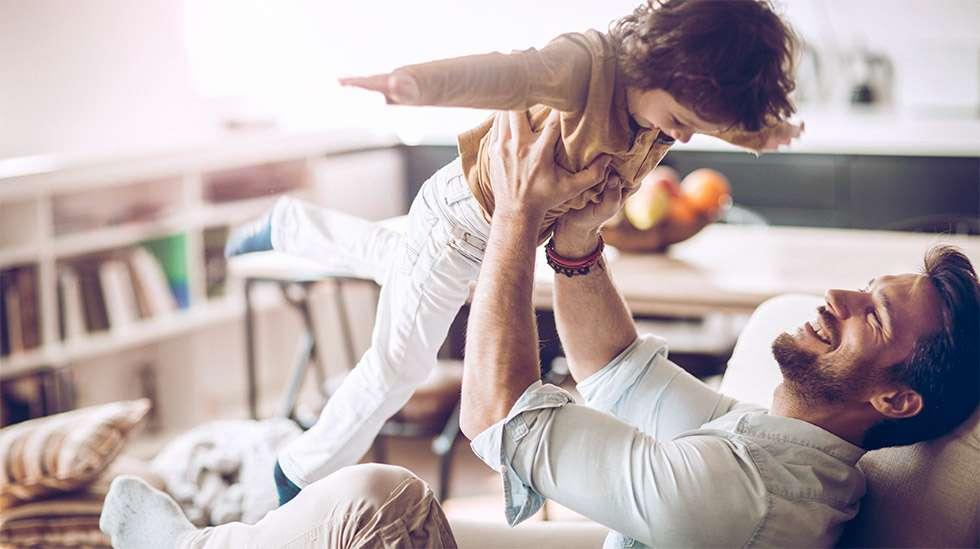 isän hyväksyntä on lapselle tärkeää. (Kuva: iStock)