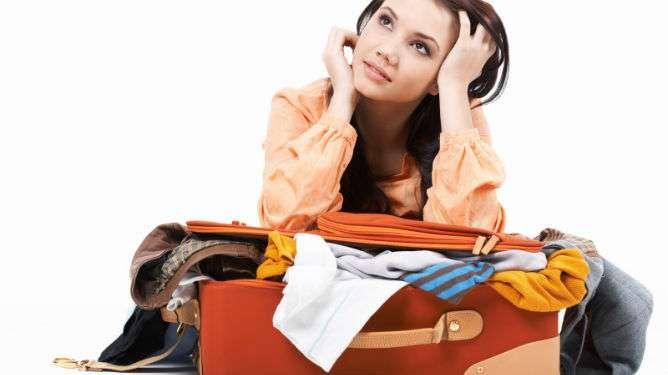 Riittääkö käsilaukku? Vai pakkaisinko matkalaukun?
