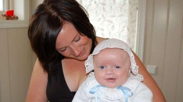 Anette sai diagnosin, kun esikoinen Sofie oli 1-vuotias. Tässä äidillä sylissään kuopus Sindre.