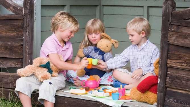 Hui kauhistus! Pojat leikkivät tyttöjen leluilla. Mahdollista vai lavastusta?