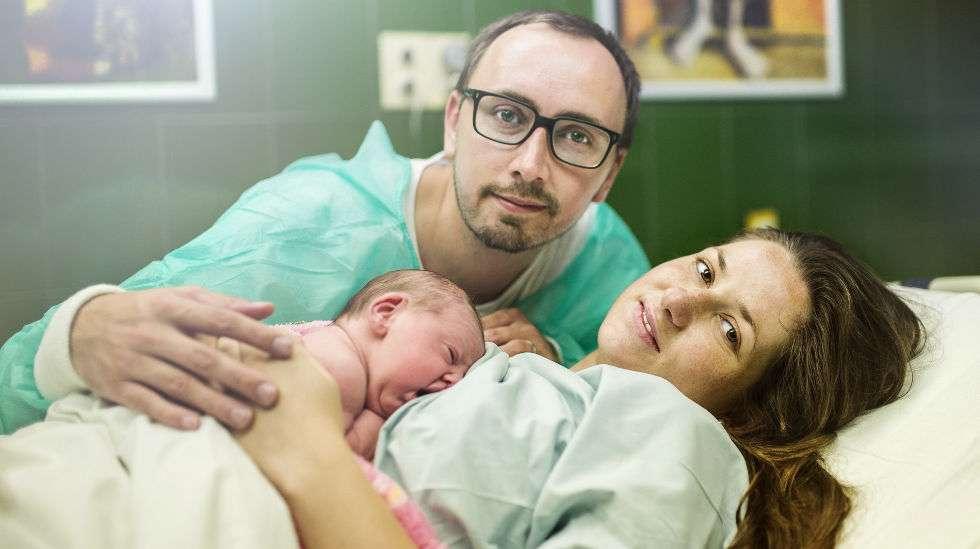 Hormonit vaikuttavat lapsen syntymään.