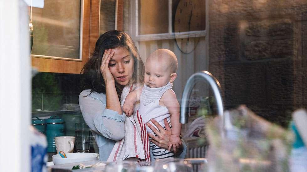 Äiti, vauva ja tiskivuori