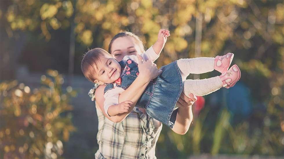 Yhteinen hauska leikki tekee hyvää lasten kehitykselle. (Kuva: Shutterstock)