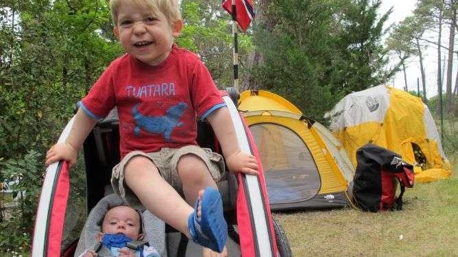 Nanook ja Tristan nauttivat matkailusta.