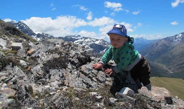 Tristan Uudessa-Seelannissa. Jyrkät nousut ovat lasten mieleen.