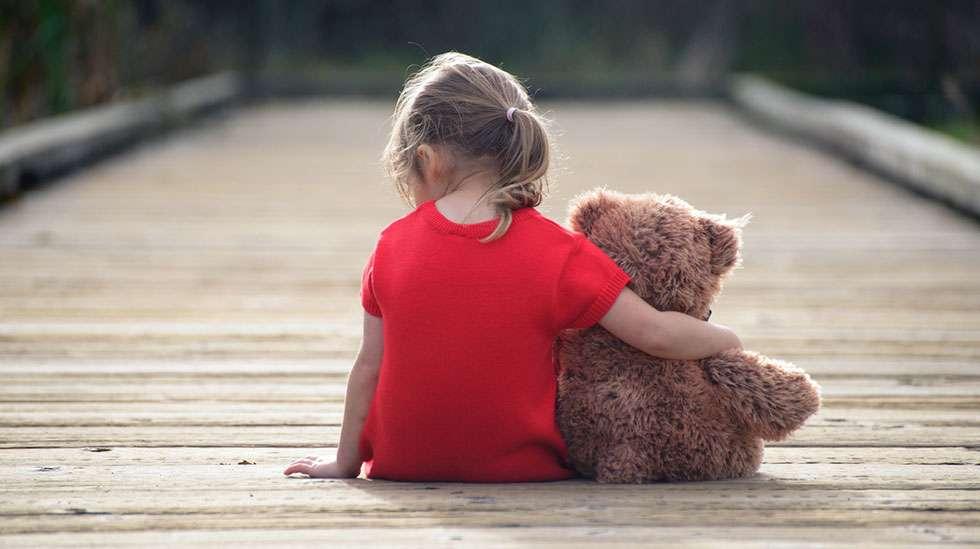"""""""Kaikilla lapsilla pitää olla joku, jonka kanssa olla. Se on niin yksinkertaista – ja vaikeaa"""", asiantuntija sanoo."""