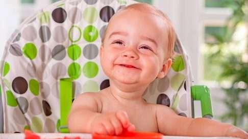 Lasta ei kannata painostaa syömään lautasta tyhjäksi, sillä pahimmillaan se haittaa kylläisyyden tunteen oppimista.