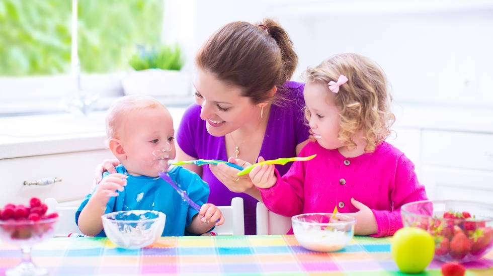 Lisättyä sokeria kertyy tyypillisesti välipala-aikaan. (Kuva: Shutterstock)