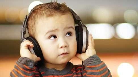 Tykkääkö lapsesi omasta laulustaan? (Kuva: Shutterstock)