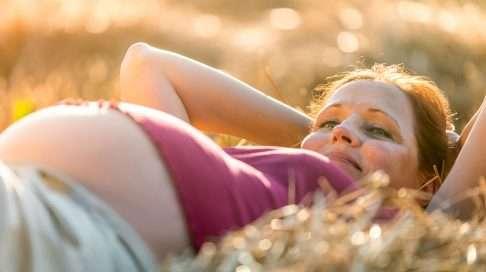 Vain odottaja tietää, miltä tuntuu, kun toinen ihminen kasvaa sisällä. (Kuva: iStock)