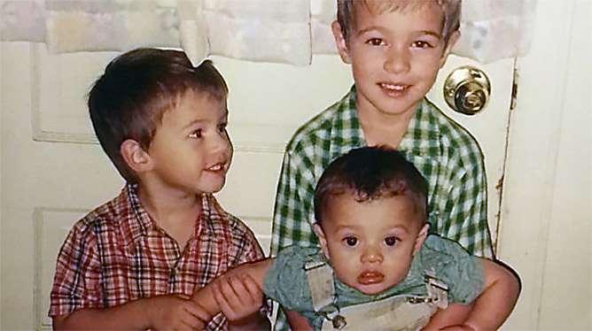 Plantamuran kolme poikaa. (Kuva: yksityisalbumi)