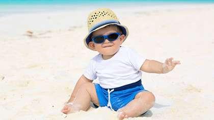 Vinkki aurinkolasien ostoon: valitse lasit, joita ei ole liian helppo ottaa pois päästä.