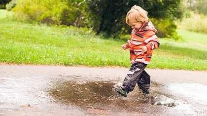 Kuravaatteita kannattaa ehkä hankkia kaksin kappalein, jotta lapselle on aina kuivaa päällepantavaa.