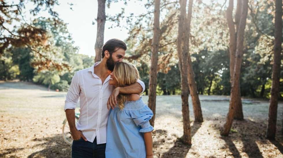 Kaikki eivät halua lapsia – osataanko nykyisin jo suhtautua lapsettomaan pariskuntaan luontevasti? Kuva: iStock