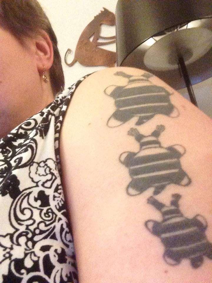 Leilan tatuointi on taiteilijan käsialaa.