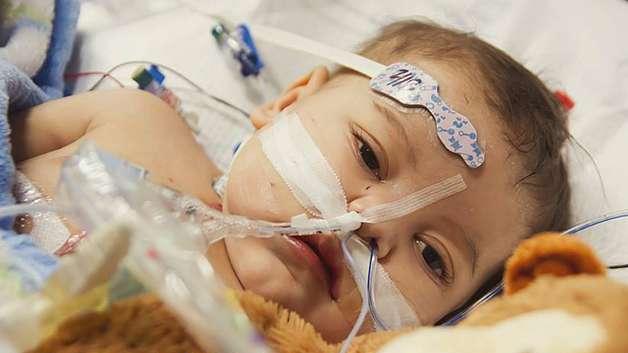 Lincoln sydämensiirtoleikkauksen jälkeen. Kuva: Danielle Wakefield - www.akbirthphotographer.com