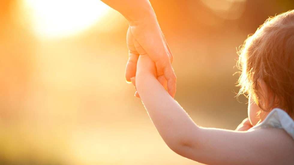 Suomalaisten lapsilukutoiveet ovat muuttuneet: Siinä missä ennen toivottiin 2–3 lasta, nykyisin yksi tai kaksi lasta riittää monelle. (Kuva: Shutterstock)