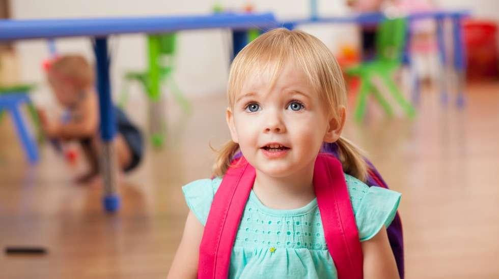 Päivähoito alkaa! Unilelu ja vaihtovaatteet ovat hoitokassin tärkeintä sisältöä. Kuva: iStock