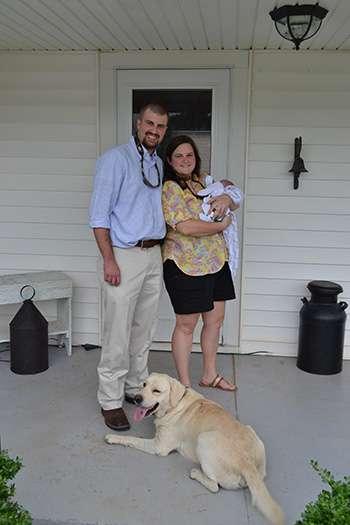 Walker oli 80 päivää sairaalassa. Kuvassa perhe on ensimmäistä kertaa kotona.