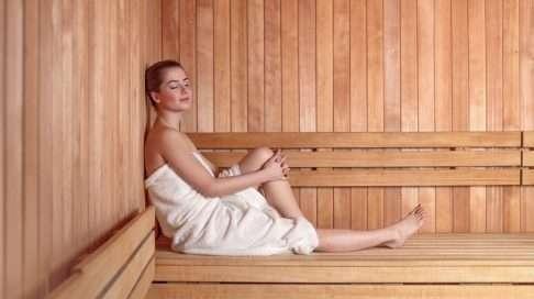 Ulkomailla monet raskausajan suositukset kieltävät kuumassa kylpemisen ja saunomisen. Mihin kielto perustuu, ja onko se aiheellinen? Kuva: iStock