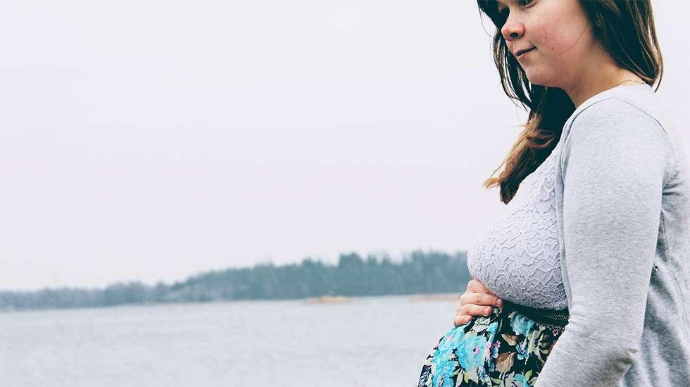 Raskaus helpotti Riia Leväsen endometrioosioireita. (Kuva: Riian kotialbumi)