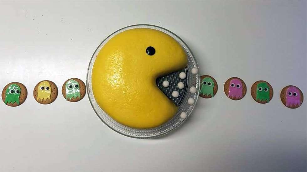 Viimeisin tekeleeni fantasiakakkurintamalla oli kuusivuotiaan Pacman-kakku keksihaamuineen.