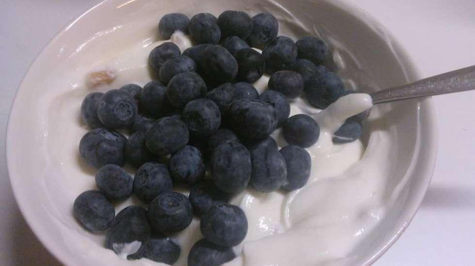 Tuoreet marjat ovat itsestäänselvä kesäherkku, mutta mitä muita korvikkeita sokeriherkuille on?