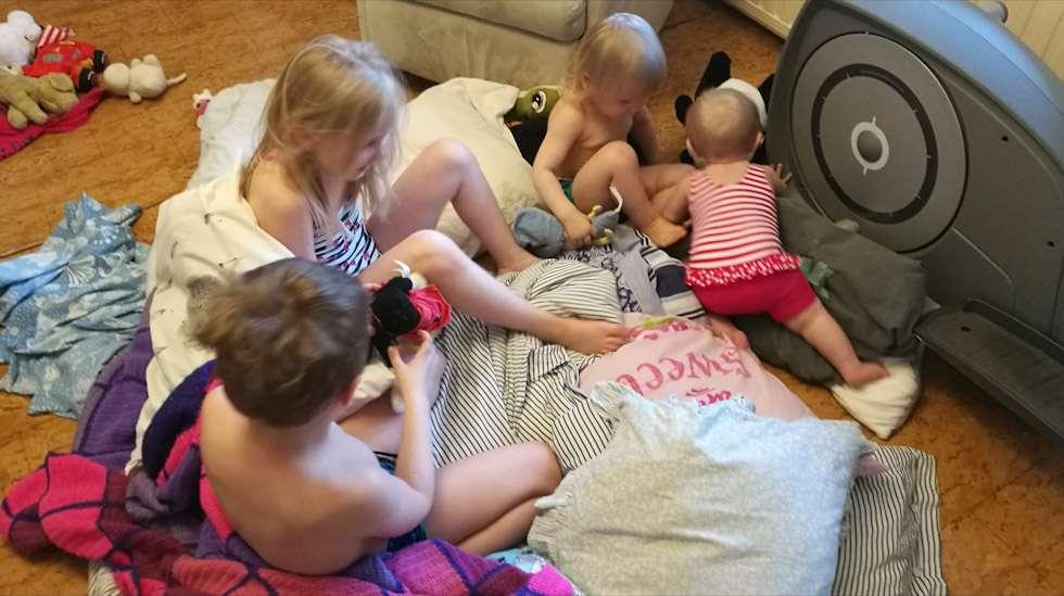 Lasten lukumäärä ei ole tae siitä, että paketti pysyisi kasassa. Meillä asuu neljä lasta ja kaksi hajamielistä vanhempaa.