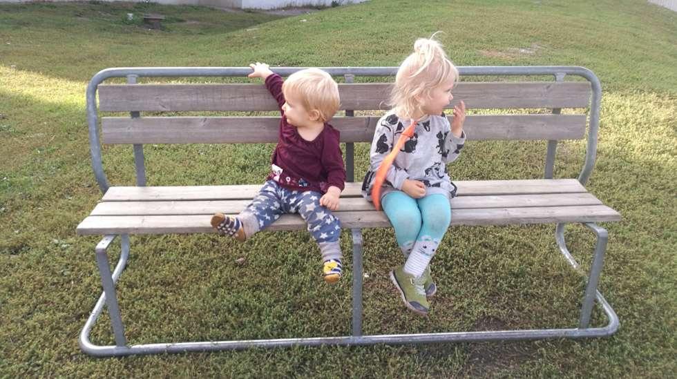 Kaksi pienintä lastamme ovat vielä autuaan tietämättömiä sukupuolista ja niihin liittyvistä stereotypioista, oletuksista ja odotuksista.