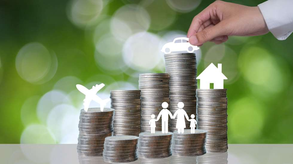 Parisuhteen ja perheen raha-asiat herättävät keskustelua foorumilla. Miten taloudenpito sujuu, kun toinen perheen aikuisista tienaa ja toinen hoitaa lapsia? Kuva: iStock
