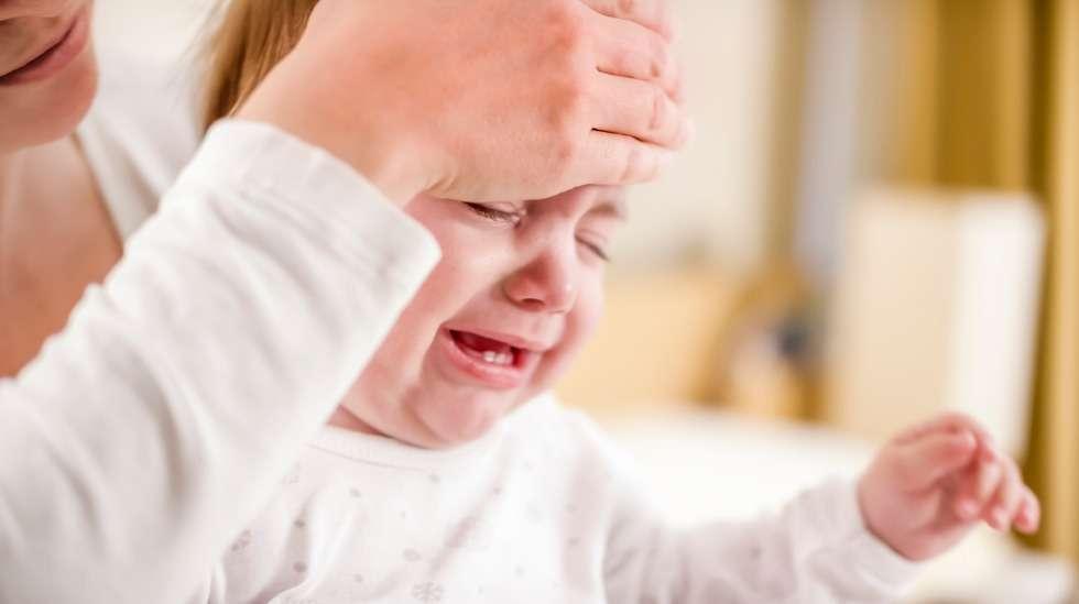 Kuumekouristus säikäyttää useimmiten sekä vanhemmat että lapsen, mutta on hurjuudestaan huolimatta vaaraton. Kuva: iStock