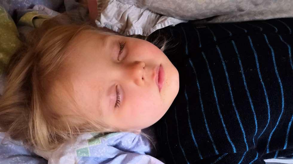 Jes, se nukkuu! Mutta miten poistua huoneesta herättämättä herkkäunista lasta?